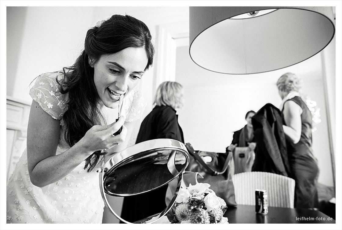 Ankleiden-Getting-Ready-Hochzeitsfotograf-Leifhelm-Foto-01