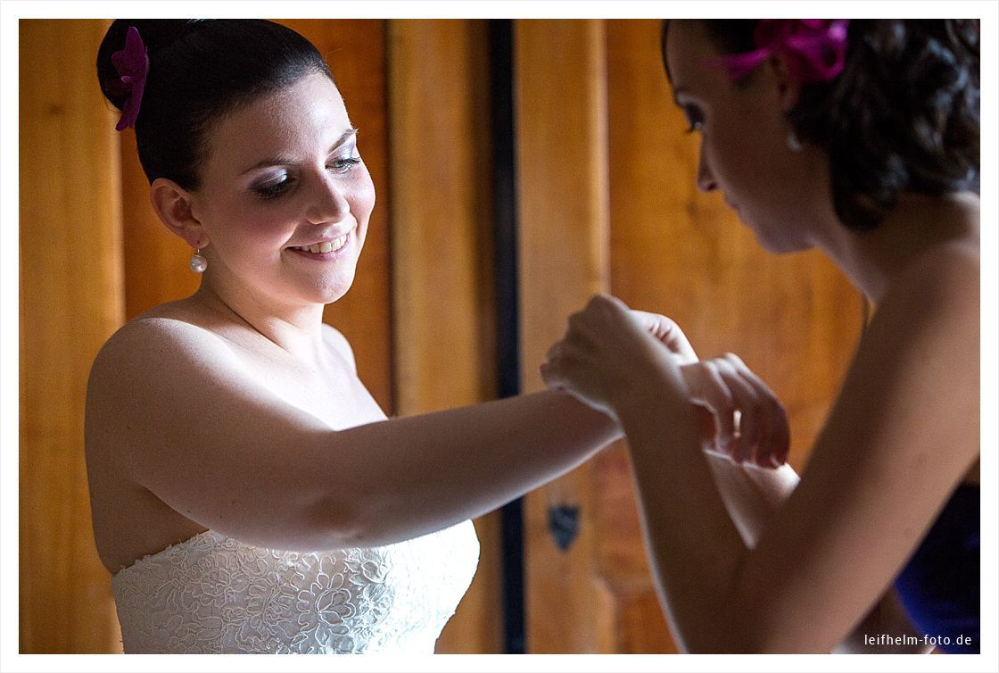 Ankleiden-Getting-Ready-Hochzeitsfotograf-Leifhelm-Foto-23