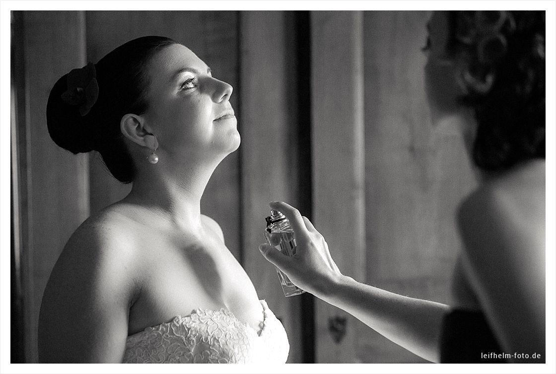 Ankleiden-Getting-Ready-Hochzeitsfotograf-Leifhelm-Foto-24